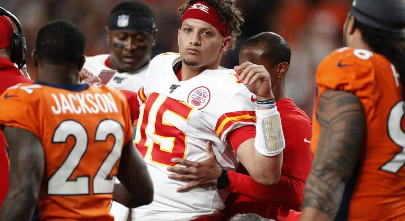 Knee Injury : Patrick Mahomes Out Of Game