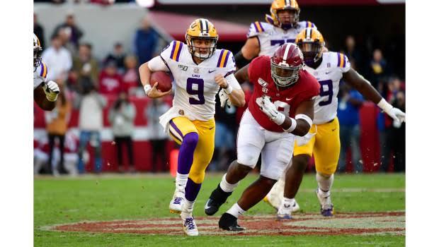 College Football Match Scoring :   LSU Rise ,  Alabama Left Outside