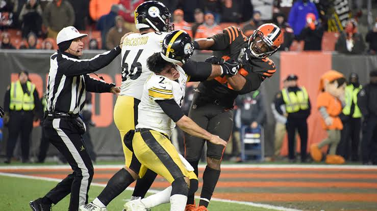 Steelers' Maurkice Pouncey gets 3-game prohibition ; Browns' Myles Garrett suspended inconclusively