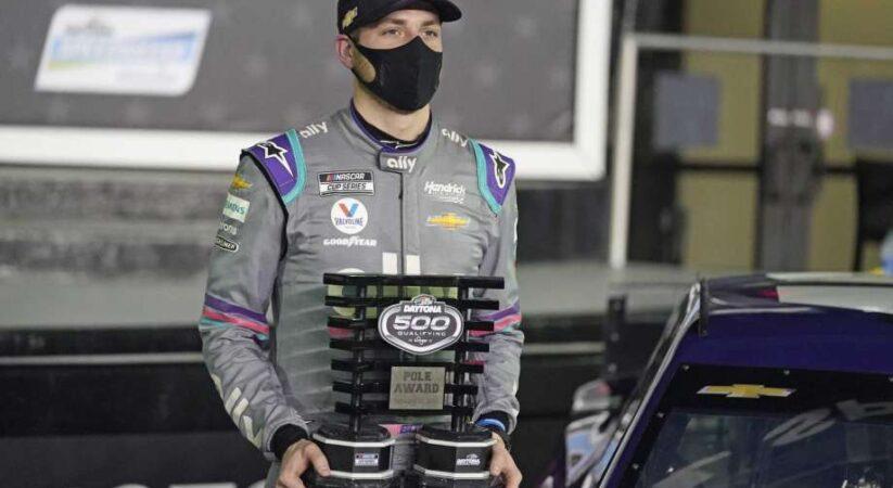 Alex Bowman wins Busch Pole Qualifying award for Daytona 500; Hendrick colleague Byron secures second spot
