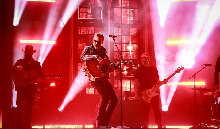 """Eric Church rolling out debut of new song """"Bunch of Nothing"""" at 2021 ACM Awards"""